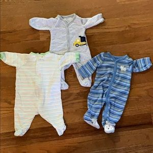 🟢2 for $8, 3 for $12 - Newborn Footies